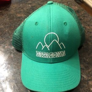 Green in perfect condition half mesh Patagonia hat